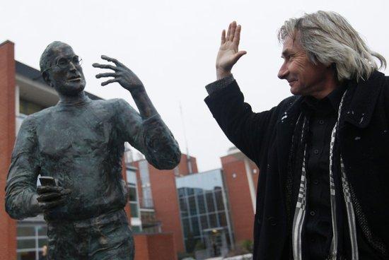 全球首座乔布斯雕像当地时间周三在匈牙利首都布达佩斯科学园落成