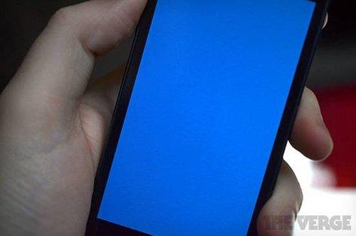iPhone也学会蓝屏了