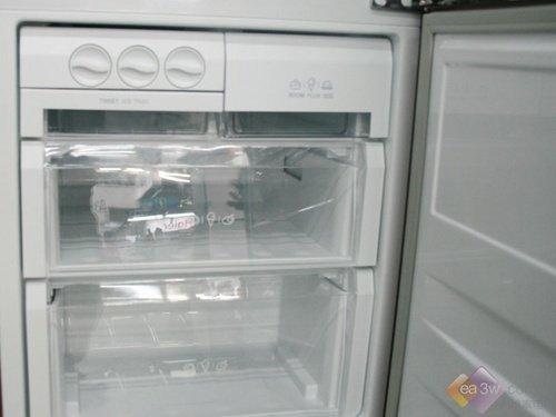 LG绣球花纹冰箱 三门设计仅售3000元