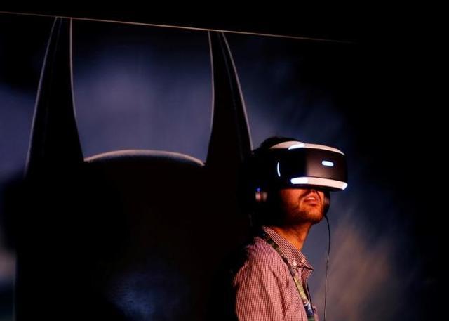 不再局限于游戏,索尼想让你用VR头盔看电影