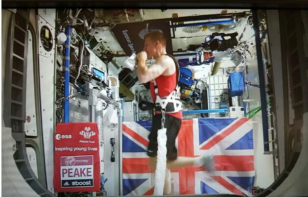 英国宇航员在空间站跑伦敦马拉松 成绩3小时35分
