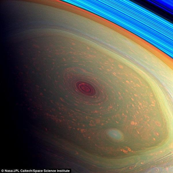 12载最后一程:卡西尼号将飞越土星南北极