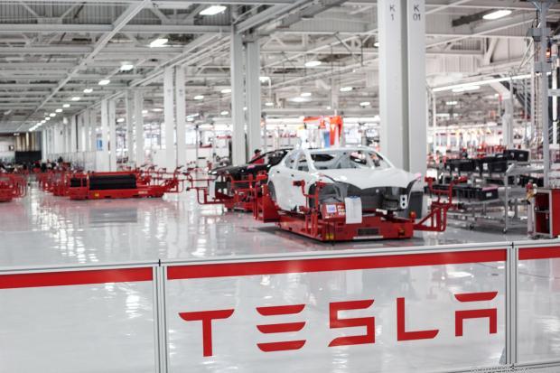特斯拉升级生产线引入机器人