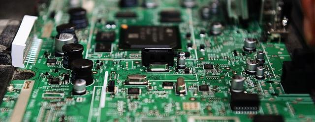 手机芯片竞争升级:博通退场 爱立信回归