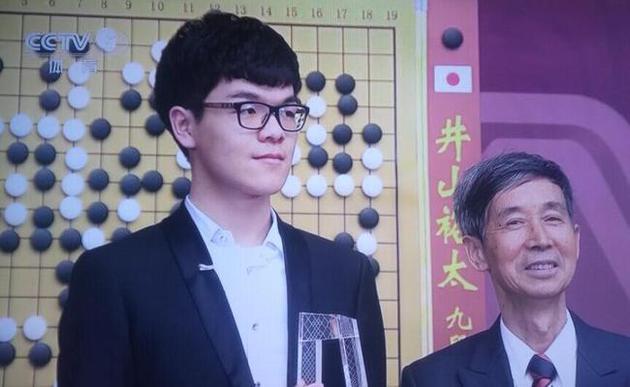 柯洁四月与AlphaGo战三番棋 人类将组团挑战AI