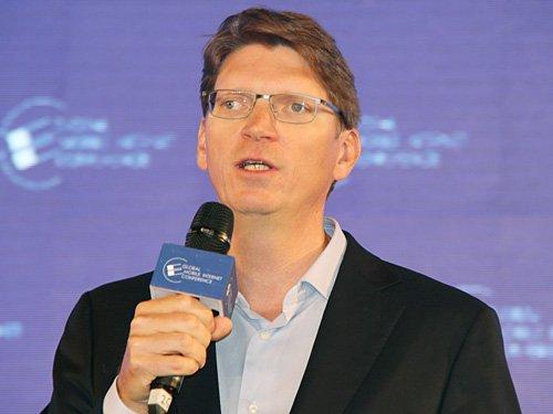 图文:Skype联合创始人Niklas发表主题演讲