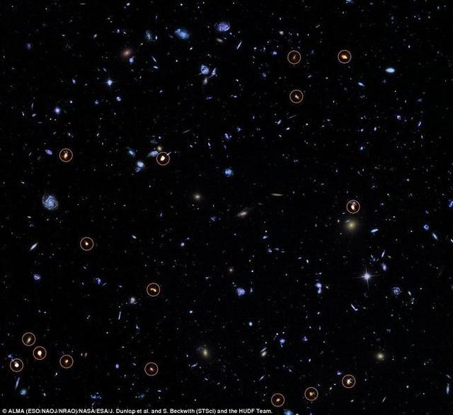 """最新观测显示100亿年前星系形成""""黄金时代"""""""