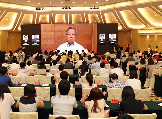 中国互联网协会理事长邬贺铨和副理事长高新民寄语微信沃卡截图