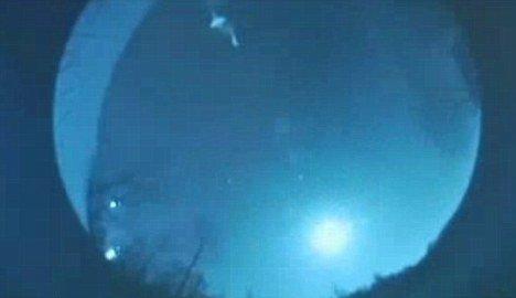 美居民拍到不明飞行物 巨大物体发蓝色光芒