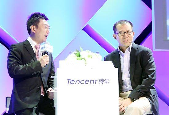 腾讯总裁刘炽平(右)对话主持人谈开放