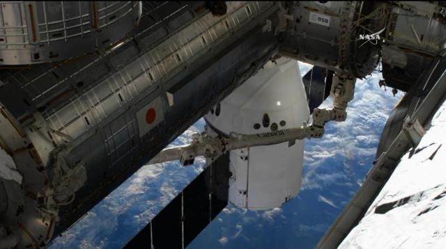 """SpaceX""""龙""""飞船先于""""进步号""""对接空间站"""