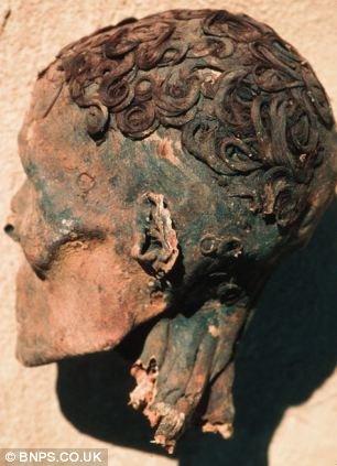3000多年过去了,这具木乃伊的头型还没乱