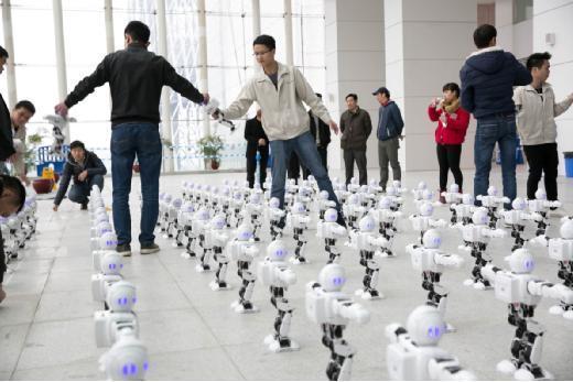 春晚明星揭秘——阿尔法机器人的荣耀背后