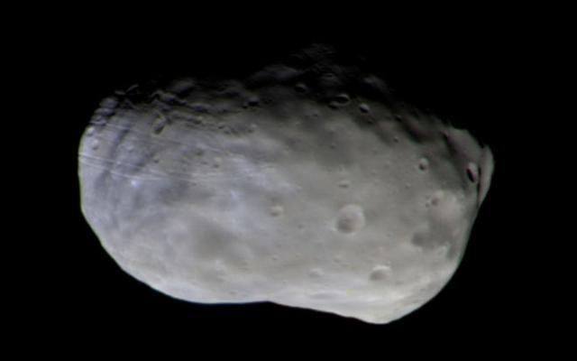 欧洲火星微量气体探测器拍摄到首张火卫一彩图