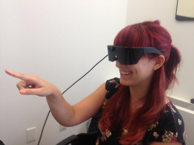 谷歌眼镜弱爆了!这款智能眼镜可虚拟平板电脑