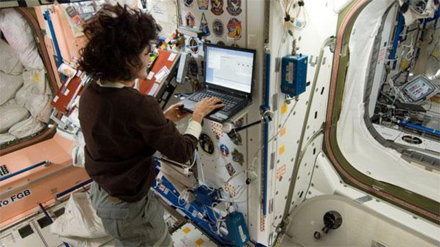在国际空间站上网是什么感受?速度快延迟高