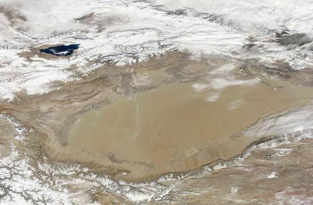 """中国新疆塔里木盆地是干燥的沙漠地区,但是科学家最新研究显示,塔里木盆地蕴藏着一个巨大的""""地下海洋"""""""