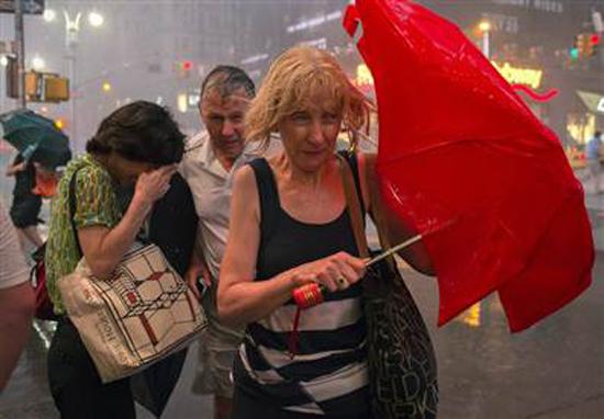 科学家研究表明:在雨中跑通常比走更少淋雨