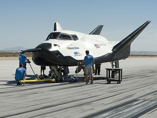 美迷你版航天飞机准备第二轮飞行测试
