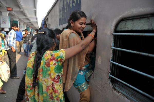 印度高铁简直像开了挂:有触屏有WiFi 但剧情反转得太快