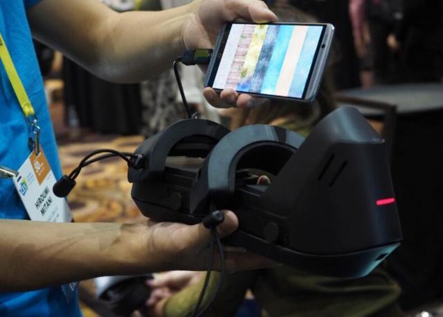 来自日本的VR鞋子,让你每走一步都能感觉到震动