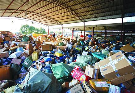 申通拖欠工资快递员罢工:20000包裹堆成山
