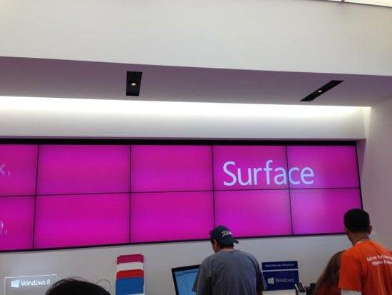 CNET记者探营微软商店:过分热情 创新不足