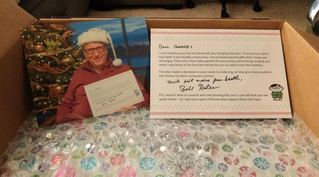 国外网友交换礼物结果收到比尔·盖茨的圣诞礼物