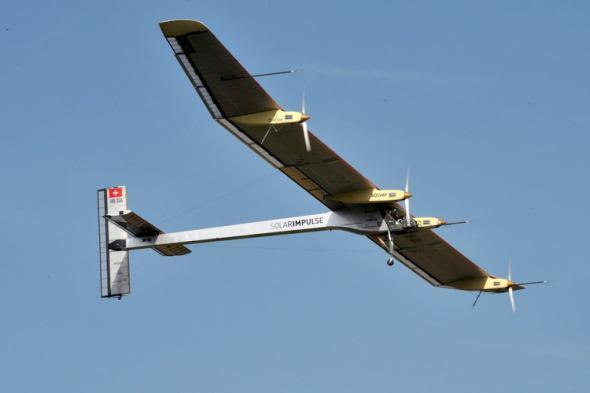[科技不怕问]太阳能飞机如何暗夜飞行?
