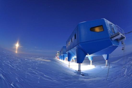 南冰原裂缝越来越多 研究站不得不搬家