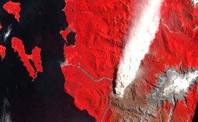 组图:太空拍摄地球火山爆发奇景