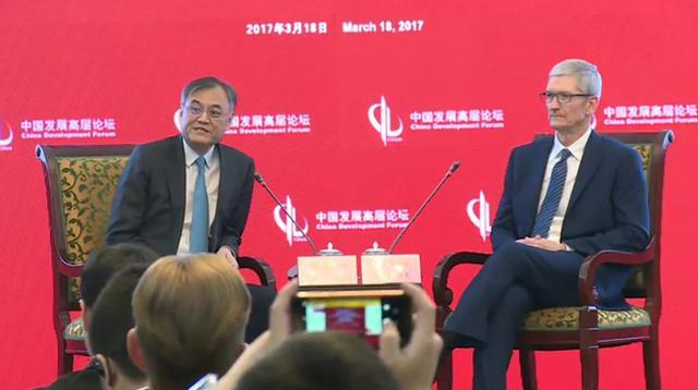 苹果CEO库克对话清华经管院长:华为和小米做得很不错