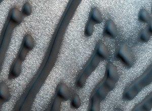 """火星神秘条状沙丘似""""摩尔斯电码"""""""