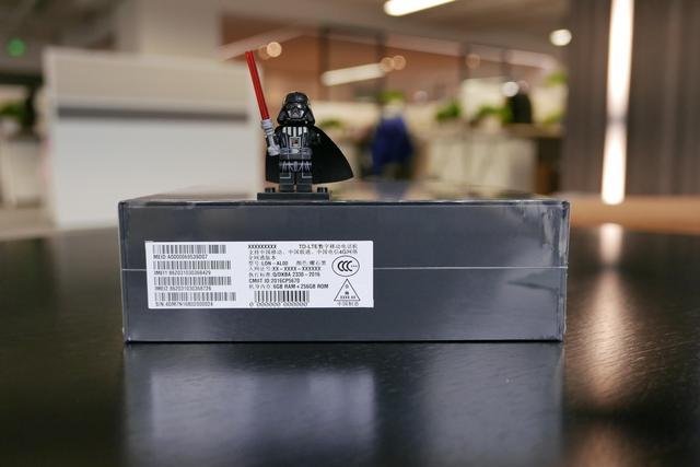 8999元华为Mate9保时捷版开箱体验