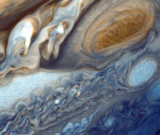 美宇航局揭秘:肆虐木星至少350年的超级风暴