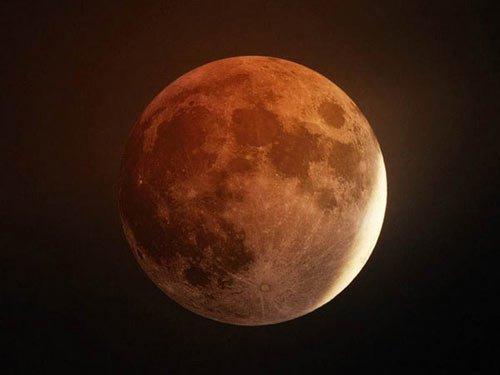 今晚上演十年来最完美月全食 全国可赏红月亮