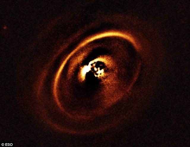 最新图像呈现行星是如何从原行星盘中诞生的