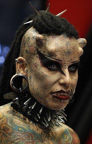 女子愿做改装吸血鬼