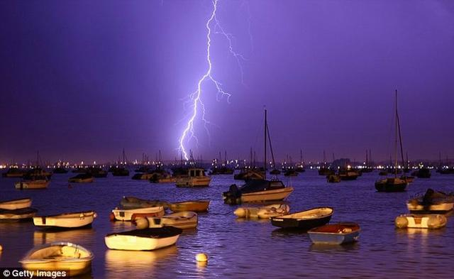 你知道闪电的功率有多大码?至少相当于一个三峡
