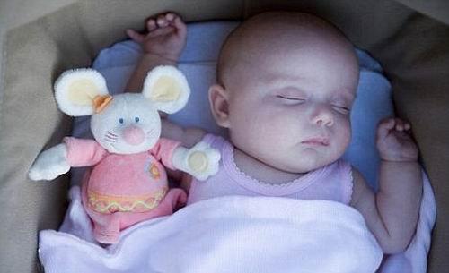 """婴儿有想像力爱做""""白日梦"""" 比预想更加聪明"""