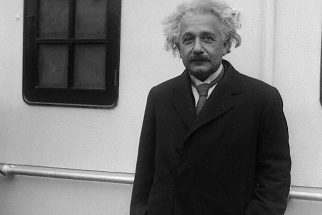 爱因斯坦错了?真空中光速可能没那么快
