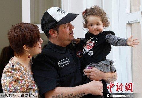 西班牙女婴在娘胎中接受手术 系全球首例