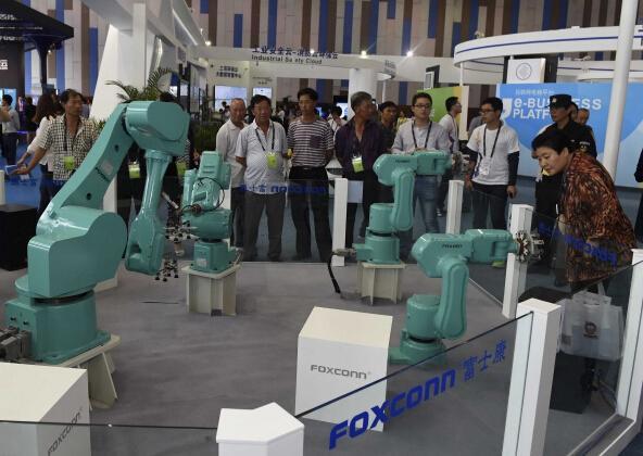 机器人正接管富士康