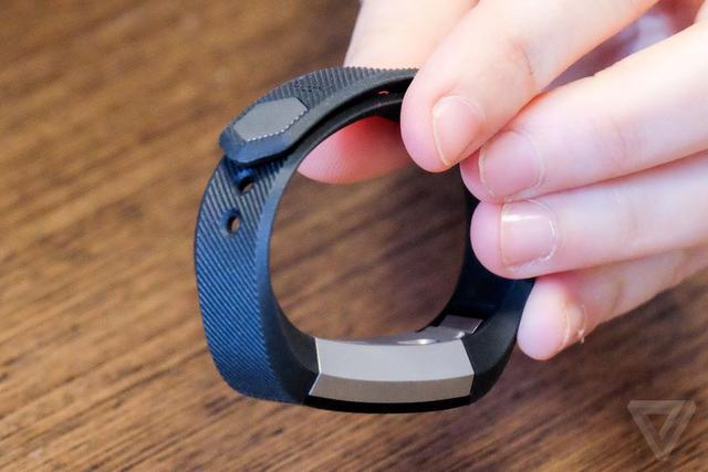 Fitbit最新款运动跟踪器Alta走时尚路线