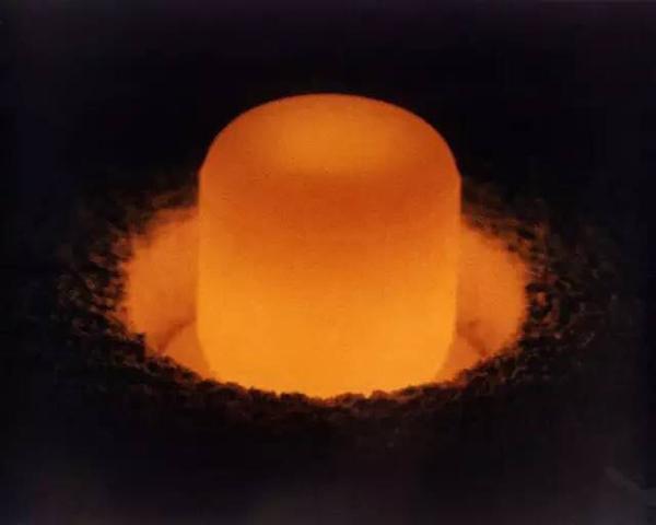火星没暖气 能否把核电池放身后取暖