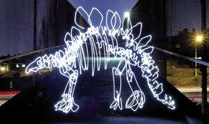 艺术家皮尔森巧用电筒和曝光技术制作出的精美效果