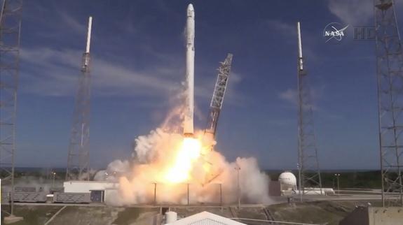SpaceX可回收火箭今晨成功着陆 随后遗憾倾倒