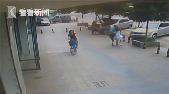 49岁男子劫持20岁网络女主播 称刷礼物后被绝交