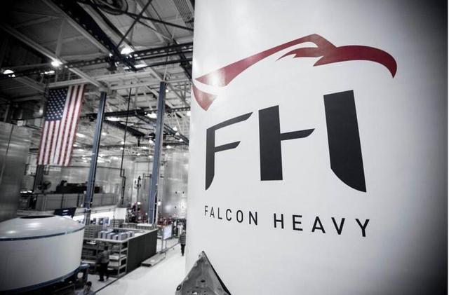 SpaceX发布猎鹰重型火箭实物图片 或明年上半年发射