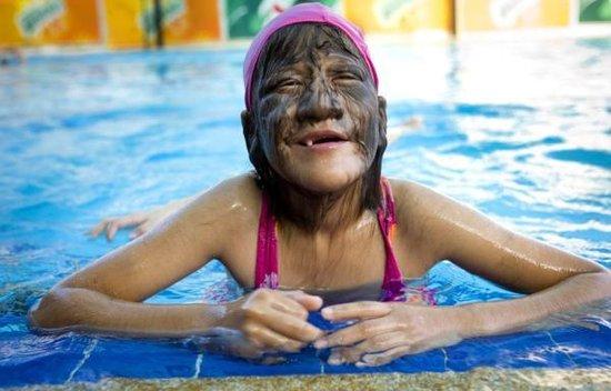 泰国女孩患多毛症 毛发最长被吉尼斯收入在册